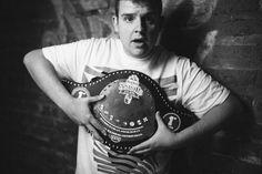 Arkano (@SmoothArkano) se proclama Campeón Mundial de la Final Internacional de Red Bull 2015 -  Arkano es desde la pasada madrugada el mejor gallo freestyler del planeta en charla hispana. El MC de España se ha proclamado vencedor internacional de Red Bull Batalla los Gallos tras imponerse a 7 contrincantes en la final mundial festejada en Chile. De esta forma, España convalida el título, tr - http://batallasderap.net/arkano-smootharkano-se-proclama-campeon-mundial-de-la