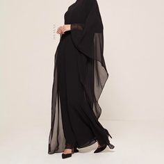 Fluid style in an effortlessly lightweight kaftan. Pair yours with statement accessories for the ultimate sophistication. Black Classic Fitted Kaftan www.inayah.co