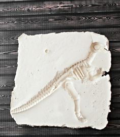 DIY Dinosaur Fossil ~ A fun kid's craft!