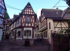 Watch: Braubach - medieval town on the River Rhine, Germany http://destinations-for-travelers.blogspot.com.br/2014/09/braubach-alemanha-germany.html
