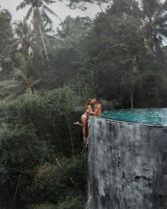 Couple Under Fire For 'Dangerous' Travel Photo That Could Cause Copycats