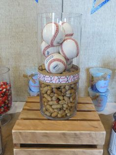 Centerpieces at a Baseball Party! Would look cool with pennants coming out of the top. Baseball Centerpiece, Sports Centerpieces, Banquet Centerpieces, Baseball Birthday Party, Sports Birthday, Sports Party, Dodgers Party, Look Cool, Party Time