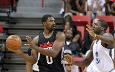 The Chicago Bulls' Leon Powe, left, looks to pass around Golden States Warriors center Festus Ezeli during an NBA Summer League basketball game on Friday, Dec. 20, 2012, in Las Vegas. (Photo by Isaac Brekken for the Chronicle) Photo: Isaac Brekken, Special To The Chronicle / SF