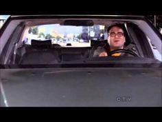 The big bang theory - Leonard singing in the car
