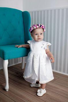 Taufkleid Estelle von HOBEA-Germany!  kurzärmeliges, raffiniertes und elegantes weißes Taufkleid Estelle.  #taufbekleidung #taufkleid #HOBEA #HOBEAGermany #christening #taufe #christeningdress #girlsdress