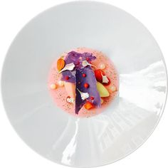 Different textures of lemon raspsberry and white chocolate... @marco_tola_chef feeling creative again. Tag your best plating pictures with #armyofchefs to get featured. #lemon #raspberry #zitrone #himbeere #plating #chefs
