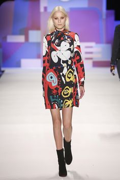 The dresses offered in Desigual's AW16 collection feature three-quarter trumpet sleeves or printed and velvet with a 60s air, or in its jumper version made with damask jacquard and pictorial motifs.