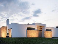 Hier zu sehen eine Aussenfassade veredelt mit unseren Riemchen Anais Marron. Cover Wallpaper, Concrete Stone, Stone Veneer, Mansions, House Styles, Interior, Ultrasound, Nevada, Design
