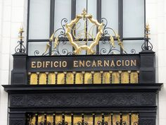 Cacería Tipográfica N° 414: Monograma CSA en la entrada al Edificio Encarnación, en el Psje. Apurímac, Cercado de Lima.