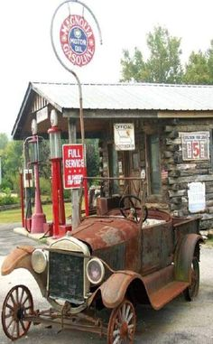 "*Old Car At A Magnolia Gas Station..""Save 5 Cents If Paid By Cash"""