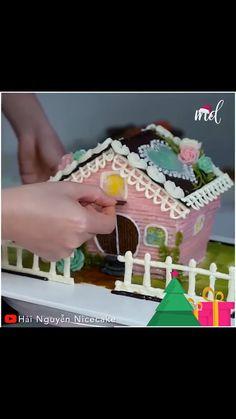 Creative Cake Decorating, Cake Decorating Techniques, Creative Cakes, Creative Food, Candy Bouquet Diy, Cooking Kids, Mini Tortillas, 5 Minute Crafts Videos, House Cake