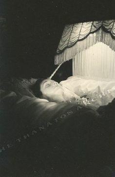 woman dead dress - Buscar con Google