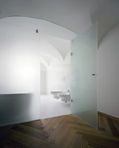 Baroque Court Apartments / OFIS arhitekti Interior Architecture, Interior And Exterior, Contemporary Architecture, Modern Interior, Bathroom Interior Design, Interior Decorating, Apartment Guide, Halifax Apartment, White Bathroom