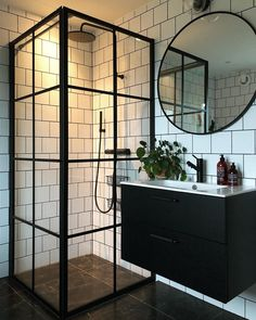 We love the two tone black and white look of this bathroom. Industrial Bathroom Design, Bathroom Design Small, Bathroom Interior Design, Industrial Living, Black White Bathrooms, White Bathroom Decor, Modern Shower, Modern Bathroom, Dream Bathrooms