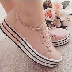 Ideas For Basket Chaussure Femme Sneakers Mode, Girls Sneakers, Sneakers Fashion, Fashion Shoes, Pretty Shoes, Beautiful Shoes, Cute Shoes, Me Too Shoes, Shoe Boots