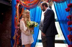 Pin for Later: The Ultimate Movie and TV Weddings Gallery Girls Things move quickly between Jessa (Jemima Kirke) and Thomas-John (Chris O'Dowd), who surprise their friends with a quirky Brooklyn ceremony. Jessa Girls, Girls Hbo, Wedding Movies, Wedding Scene, Wedding Shot, Wedding Bells, Fall Wedding, Wedding Stuff, Jemima Kirke