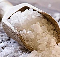 How To Take A Super Detox Bath With 2 Salts That Will Change Your Life - Juicing for Health Eczema Remedies, Natural Remedies, Eczema Scalp, Herbal Remedies, Homemade Exfoliator, Flu Food, Detox Bath Recipe, Essential Oils For Eczema, Recipes