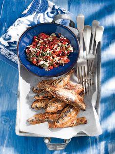 Σαρδέλες με κουρκούτι και σάλτσα κόκκινης πιπεριάς