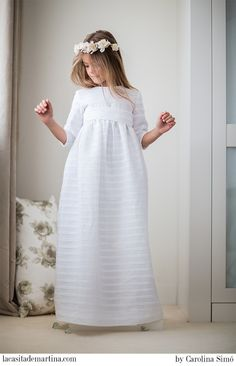 Classic White Empire Communion Dress with Matching Back Sash Fashion Kids, Little Fashion, Cute Dresses, Girls Dresses, Flower Girl Dresses, Summer Dresses, First Communion Dresses, Baptism Dress, Heirloom Sewing