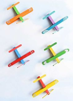 crafts for kids These clothespin airplanes are SO CUTE and they're really easy to make using clothespins and craft sticks (popsicle sticks). This is such a fun kids craft and a great cr Popsicle Stick Crafts For Kids, Crafts For Teens To Make, Fun Arts And Crafts, Bunny Crafts, Easy Crafts For Kids, Popsicle Sticks, Easy Diy Crafts, Craft Stick Crafts, Toddler Crafts
