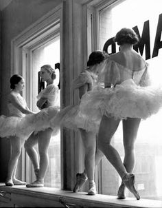 School of American ballet class on a break, 1936 (Alfred Eisenstaedt)