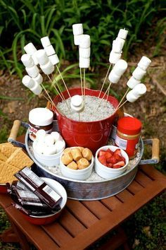 s'mores bar - fun idea for a backyard bbq or get together! Bbq Party, Snacks Für Party, Yard Party, House Party, Party Desserts, Party Garden, Garden Parties, Party Drinks, Party Hats