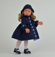 Кукла Нелли в синей панамке, 43 см