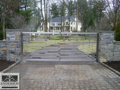 These wrought iron driveway gate design ideas are totally worth to be the ultimate references for your front yard remodeling project. Our list includes both the traditional and modern driveway gate… Wrought Iron Driveway Gates, Gates And Railings, Front Gates, Front Yard Fence, Entrance Gates, Low Fence, Small Fence, Lattice Fence, Horizontal Fence
