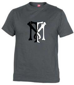 Camiseta Tony Montana Logo, Camisetas Scarface, Camisetas Cine, Fanisetas, Antonio «Tony» Montana es un delincuente y homicida cubano, de fuerte carácter, refugiado en Estados Unidos. Harto de vivir en la miseria, quiere triunfar a c...