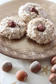 Wonderfully soft hazelnut macaroons in a crispy shell. An unbeatable combination . - Wonderfully soft hazelnut macaroons in a crispy shell. An unbeatable station wagon, right? Donut Recipes, Easy Cake Recipes, Baby Food Recipes, Cookie Recipes, Snack Recipes, Chocolate Cake Recipe Easy, Chocolate Donuts, Food Cakes, Macaroons