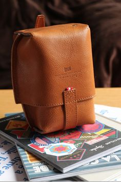 Small leather pouch - Photo by sjauch