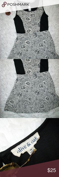 Black & White Floral Print Short Sleeve Dress Olive & Oak Black & White Floral Print Short Sleeve Skater Dress Size M. Item is in great shape with no holes or stains. There is a key hole at the neck of the back with a cloth button closure. See pictures for details and measurements. Check out my store for more items. Will consider all offers! Olive & Oak Dresses Mini