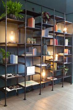 KARWEI | Met steigerbuizen maak je zo een kast op maat; tot het plafond of een laag dressoir? Je bepaalt het helemaal zelf.