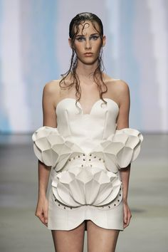 Winde Rienstra | Designer | NOT JUST A LABEL 3d Fashion, Fashion Fabric, White Fashion, Fashion Details, Couture Fashion, Fashion Design, Origami Fashion, Fashion Installation, Structured Fashion