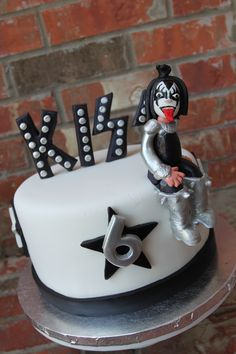 Piano Cakes, Music Cakes, Cupcakes, Cupcake Cakes, Kiss Rock, Cake Band, 17 Birthday Cake, Pastel Cakes, Homemade Wine