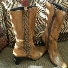 "Via Spiga Italian leather boots Beautifully detailed Italian leather boots by Via Spiga.  Square toed, 3 1/2"" chunky heel.  Size 9 1/2M. Via Spiga Shoes Heeled Boots"