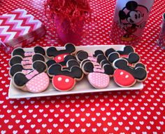 Host a Mickey Mouse and Minnie Mouse Party for your little one!