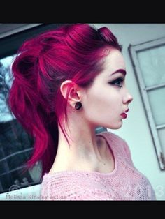 Kool-Aid Hair Dye: How to Color Your Hair Cheaply and Effectively But only parts of my hair, not all of it. Kool Aid Hair Dye, Color Your Hair, Pretty Hair Color, Gorgeous Hair, Gorgeous Makeup, Pretty Hairstyles, Messy Hairstyle, Messy Ponytail, Updo Hairstyle