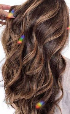 Brown Hair With Lowlights, Brunette Hair With Highlights, Brown Hair With Highlights And Lowlights, Brown Hair Balayage, Brown Hair Color With Blonde Highlights, Brown Hair Dark Skin, Curly Light Brown Hair, Brown Blonde Hair, Brown Hair Colors