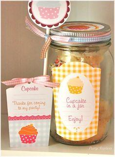 cupcakes in a jar Cupcake Wars Party, Cake In A Jar, Baking Party, Cupcake Heaven, Mason Jar Lids, Cute Cupcakes, Party Time, Party Party, Party Favors