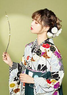 【2018年卒業式袴レンタル】ネットレンタル 送料無料 安い Yukata Kimono, Kimono Fabric, Akm, Japanese Outfits, Lolita Fashion, Ulzzang Girl, Traditional Outfits, Girl Hairstyles, Hair Accessories