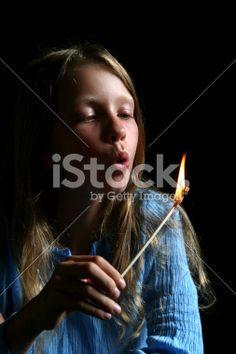 Älä leiki, vaan opeta lapsesi käsittelemään tulta turvallisesti.