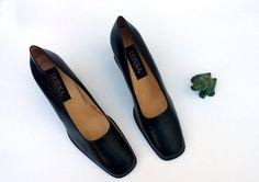 Elegant Donna block heel pumps 1980s 1990s oversize by usonovo