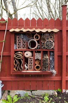 Bee hotel and other bugs too! Bug Hotel, Amazing Gardens, Beautiful Gardens, Garden Weeds, Garden Signs, Colorful Garden, Backyard Projects, Garden Inspiration, Garden Art