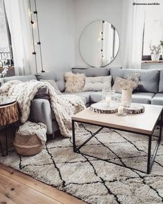 46 elegant cheap and easy first apartment decorating ideas 34 Living Room Decoration apartment living room decor Living Room Sofa, Home Living Room, Living Room Designs, Living Room Furniture, Living Room Decor, Bedroom Decor, Decor Room, Living Room Apartment, City Apartment Decor