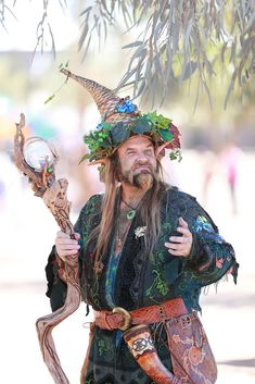 Parry The Forest King 2014 Arizona Renaissance Festival (ARF) Renaissance Mode, Renaissance Festival Costumes, Renaissance Fashion, Renaissance Clothing, Wizard Costume, Faerie Costume, Halloween Kostüm, Halloween Costumes, Fairy Costumes
