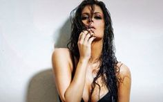 Femme fatale η Μαρία Κορινθίου - http://www.daily-news.gr/lifestyle/femme-fatale-maria-korinthiou/