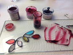 Disfruta Creando: Como Hacer Lacas Vitrales al Agua - Parte 1 - Mixed Media, Food, Videos, Painting On Glass, Painted Window Art, Mosaics, Crafts With Jars, Creative Crafts, Eten