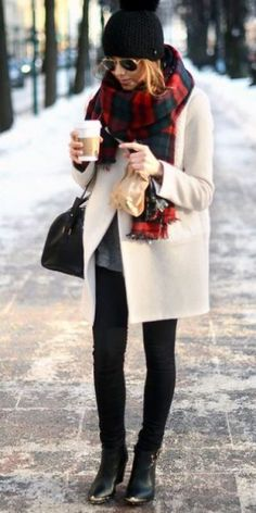 These cute cold weather outfits are perfect to combat those freezing temps! These cute cold weather outfits are perfect to combat the freezing temps of winter! Try these warm clothing ideas for stylish, classy, and casual looks! Fall Winter Outfits, Winter Wear, Autumn Winter Fashion, Autumn Fashion Women Over 40, Spring Outfits, Winter Dresses, Evening Dresses, Cold Outfits, Casual Outfits