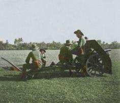 Colorized Bergartillerie KNIL tijdens oefening bij Bandoeng Dutch East Indies, Second World, World War Two, Ww2, Denmark, Diesel, Photographs, Army, Punk